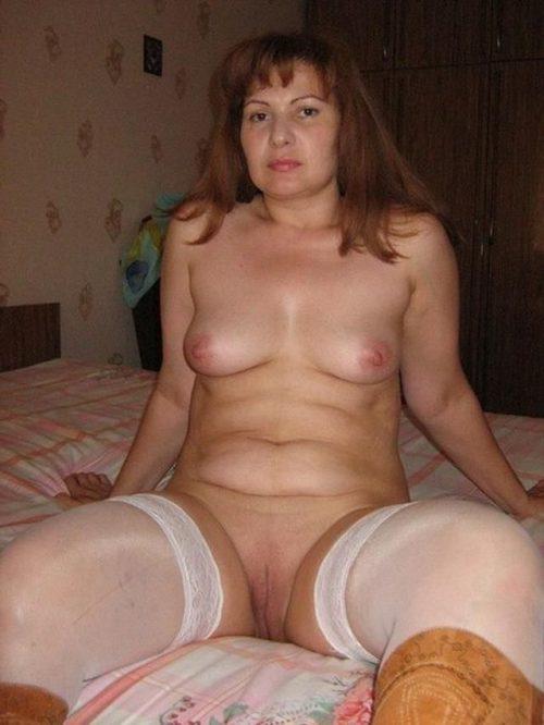 35 летние дамочки с сиськами находятся голышом дома 5 фото