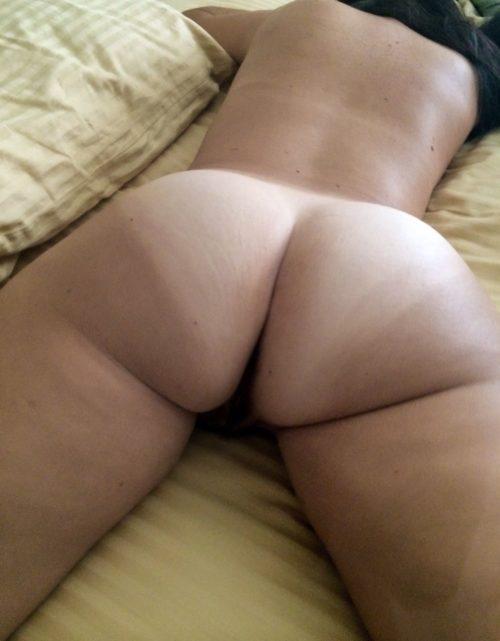 Подборка голых задниц девушек в домашней обстановке 2 фото