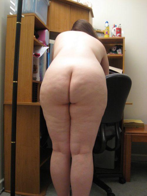 Подборка голых задниц девушек в домашней обстановке 3 фото