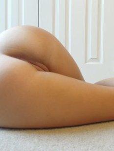 Подборка голых задниц девушек в домашней обстановке