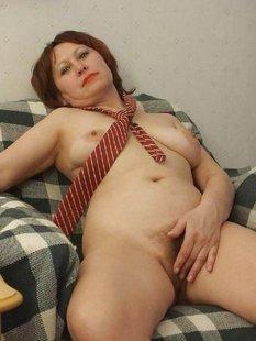 Зрелые дамочки выложили домашнюю обнаженку в сеть