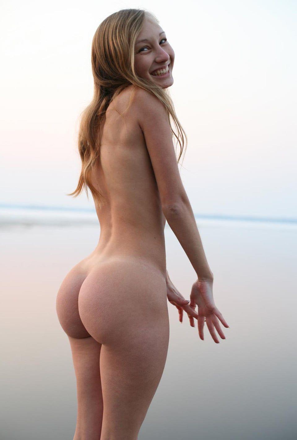 Подборка крупных задниц худощавых красоток 10 фото