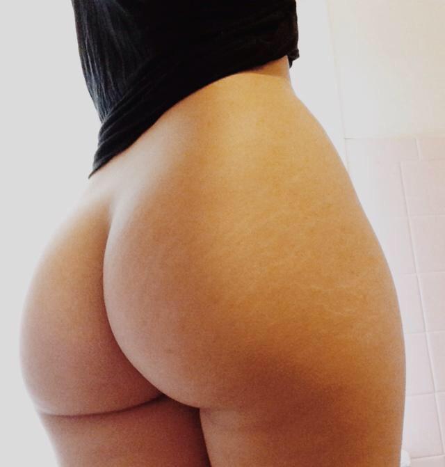 Подборка крупных задниц худощавых красоток 14 фото