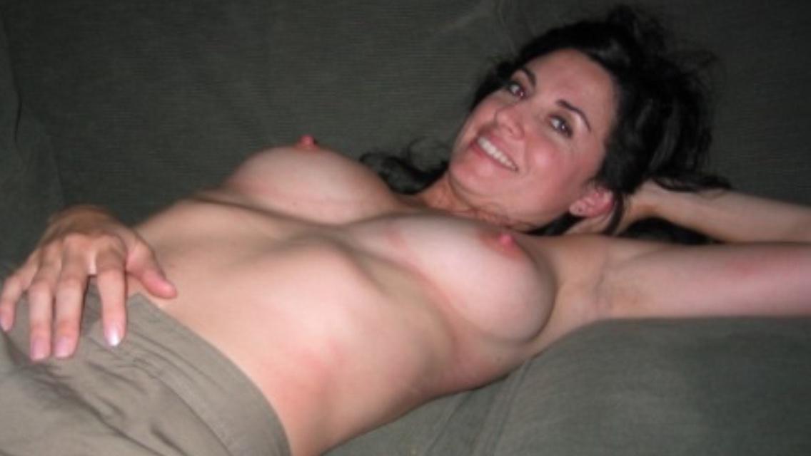 Дамочки за 30 выложили свои голые сиськи и стройные тела в сеть 8 фото