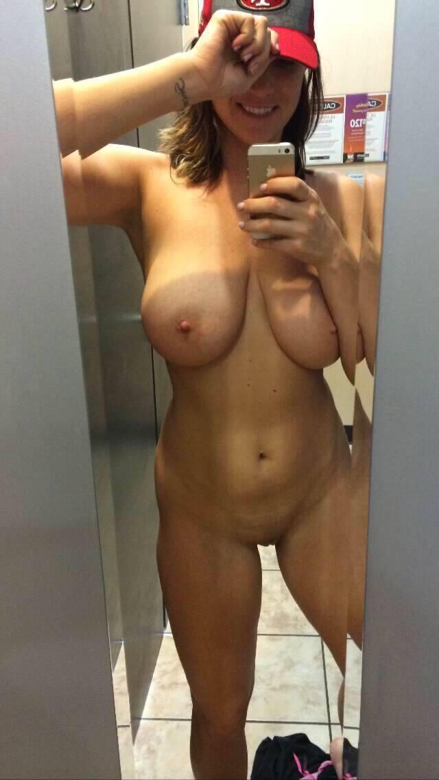 18 летние малышки селфятся голышом дома у зеркал 4 фото