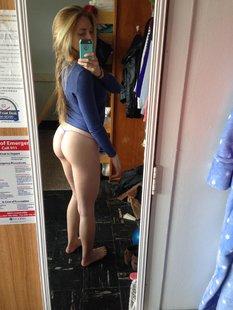 18 летние малышки селфятся голышом дома у зеркал