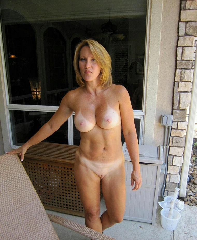 Взрослые телки голышом в домашних условиях 11 фото