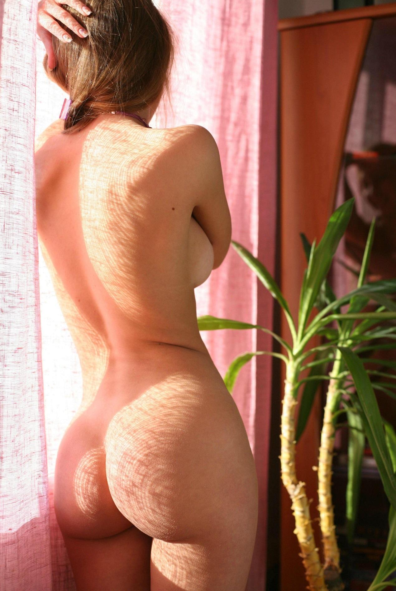 Подборка красоток с голыми задницами из соцсетей 5 фото