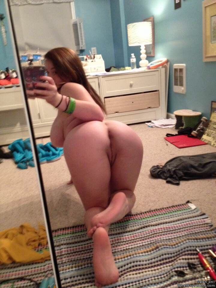 Подборка красоток с голыми задницами из соцсетей 7 фото