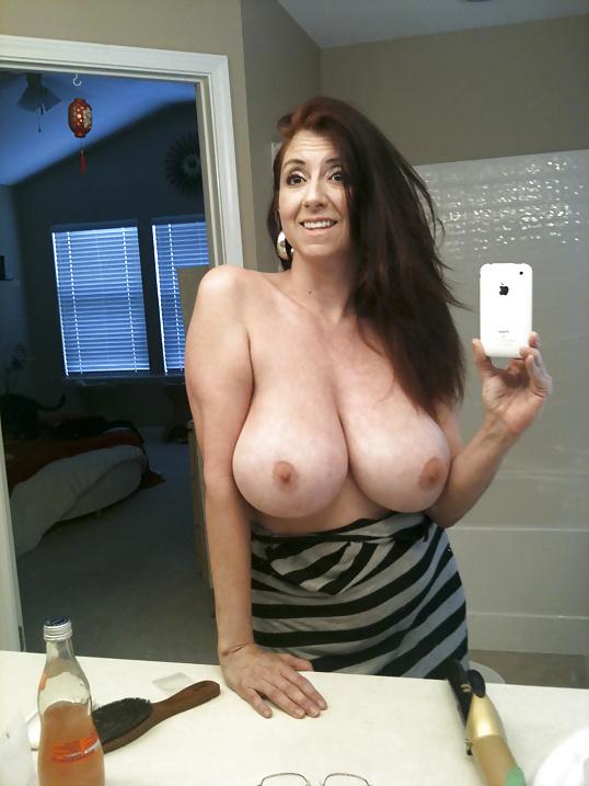 Подборка голых сисек дамочек в домашних условиях 10 фото