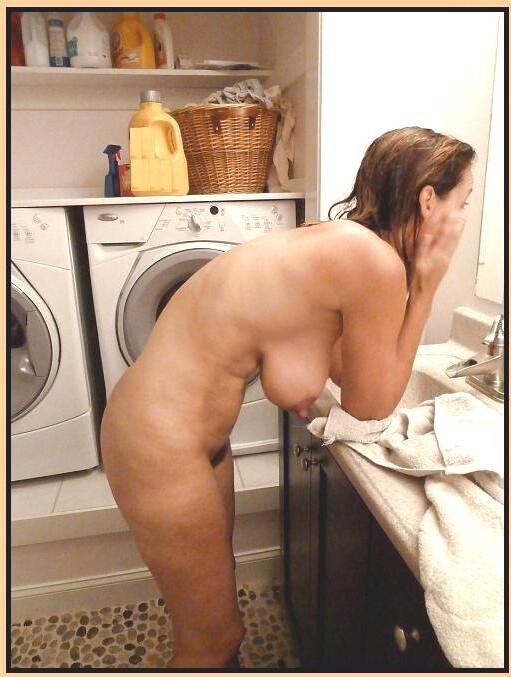 Подборка голых сисек дамочек в домашних условиях 18 фото