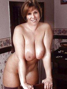 Подборка голых сисек дамочек в домашних условиях