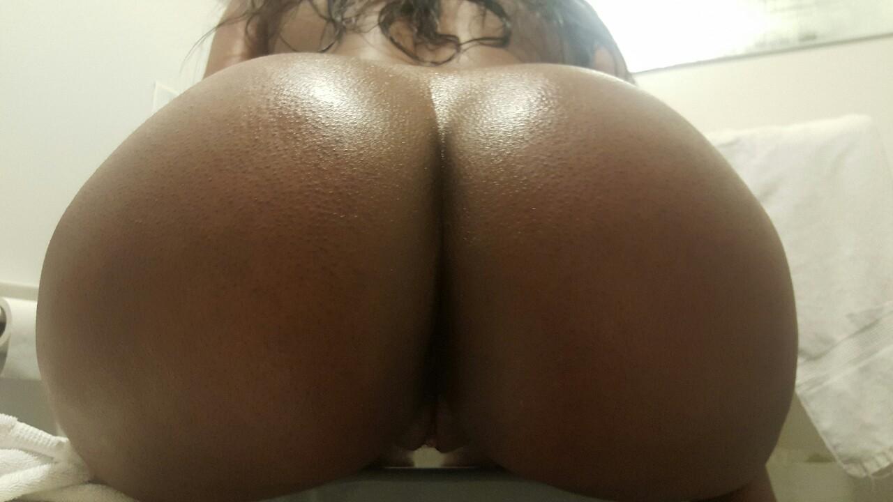 Подборка голых задниц толстушек и стройных девиц 4 фото