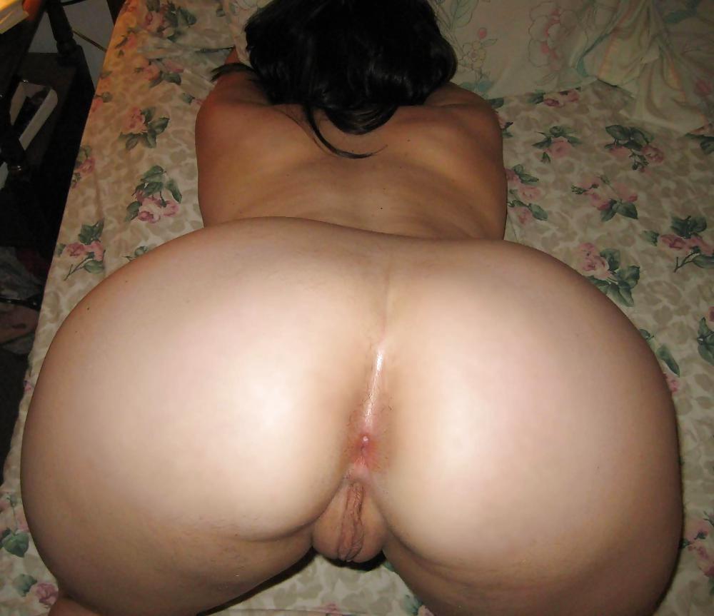 Подборка голых задниц толстушек и стройных девиц 17 фото
