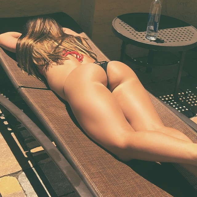 Голые задницы стройных девиц в домашних условиях 9 фото