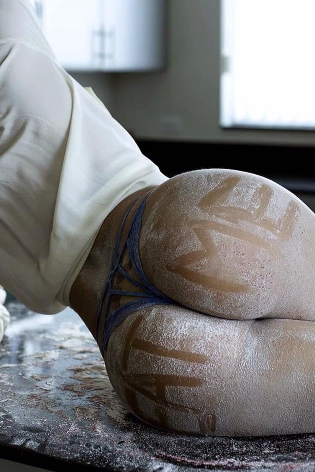 Голые задницы стройных девиц в домашних условиях 12 фото