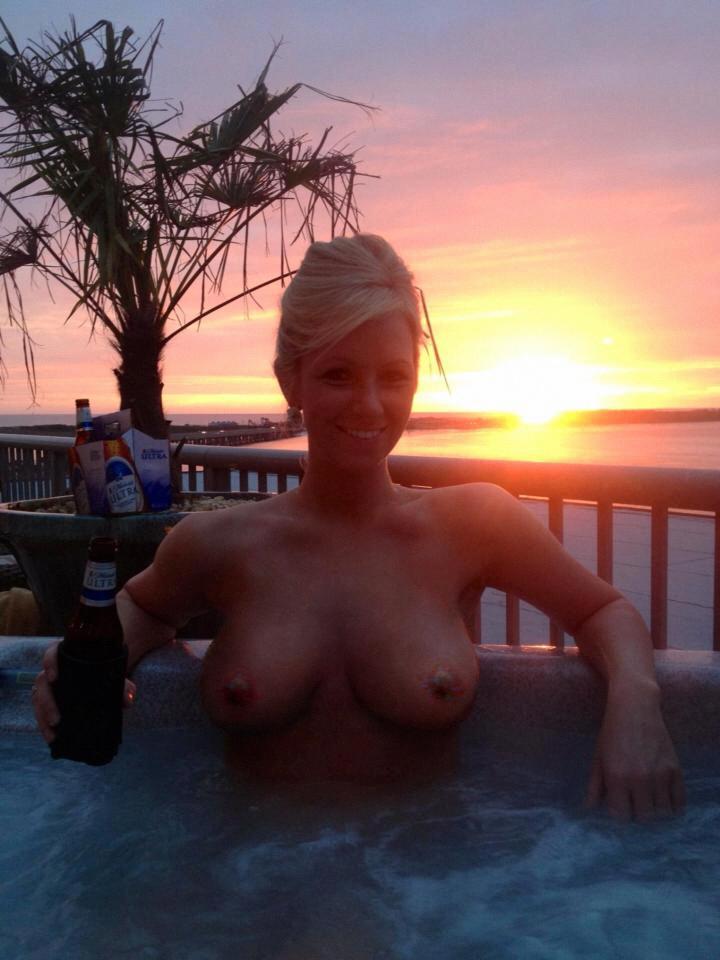 Подборка стройных домохозяек с голыми титьками от 3 размера 9 фото