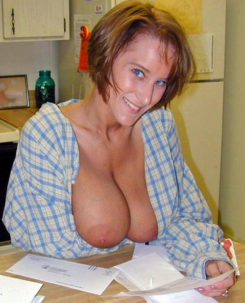 Подборка стройных домохозяек с голыми титьками от 3 размера 12 фото