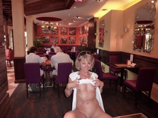Подборка стройных домохозяек с голыми титьками от 3 размера 16 фото