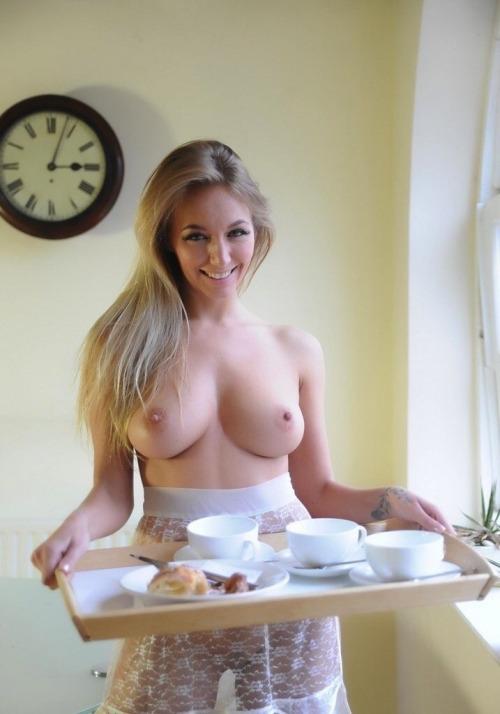 Сексуальные блондинки выложили в сети свои голые титьки 2 фото