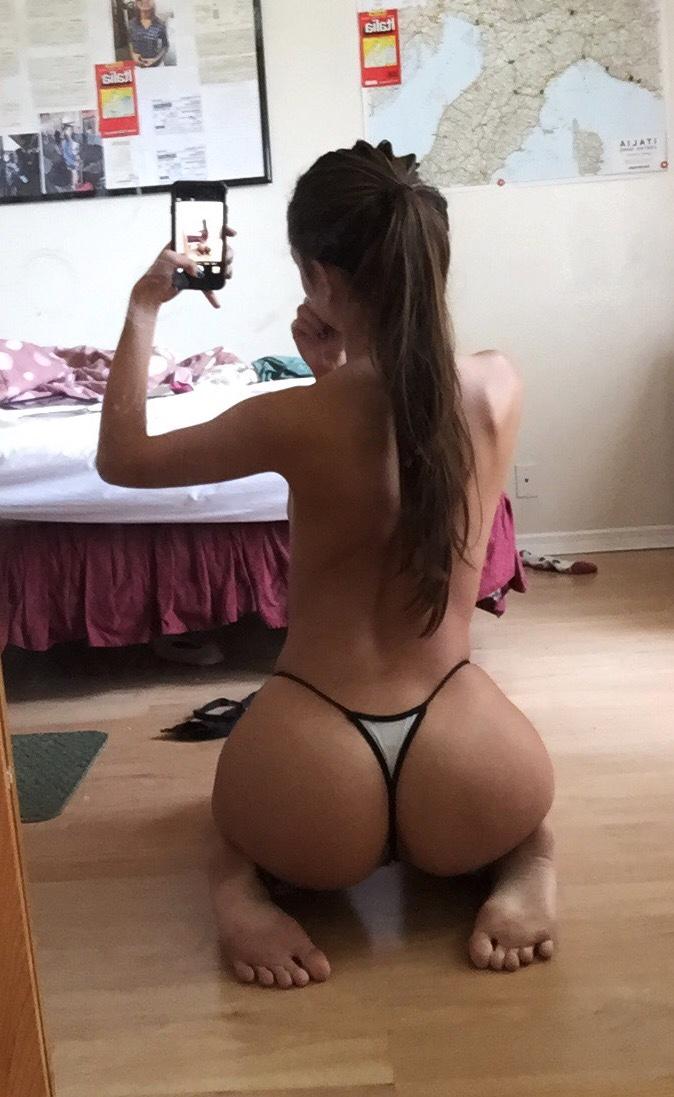 Подборка голых задниц молодых красавиц в домашних условиях 8 фото
