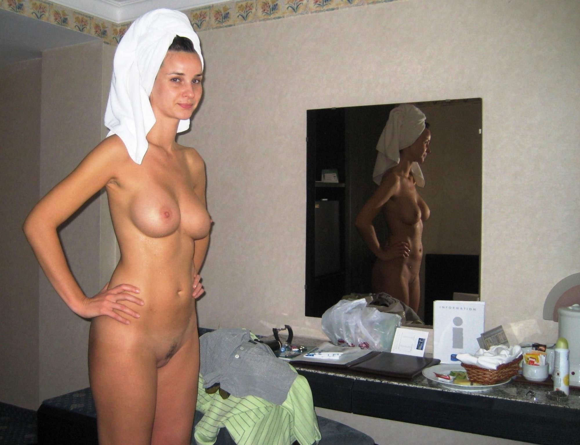 Подборка голых сисек молодых девиц с закрытого форума 1 фото