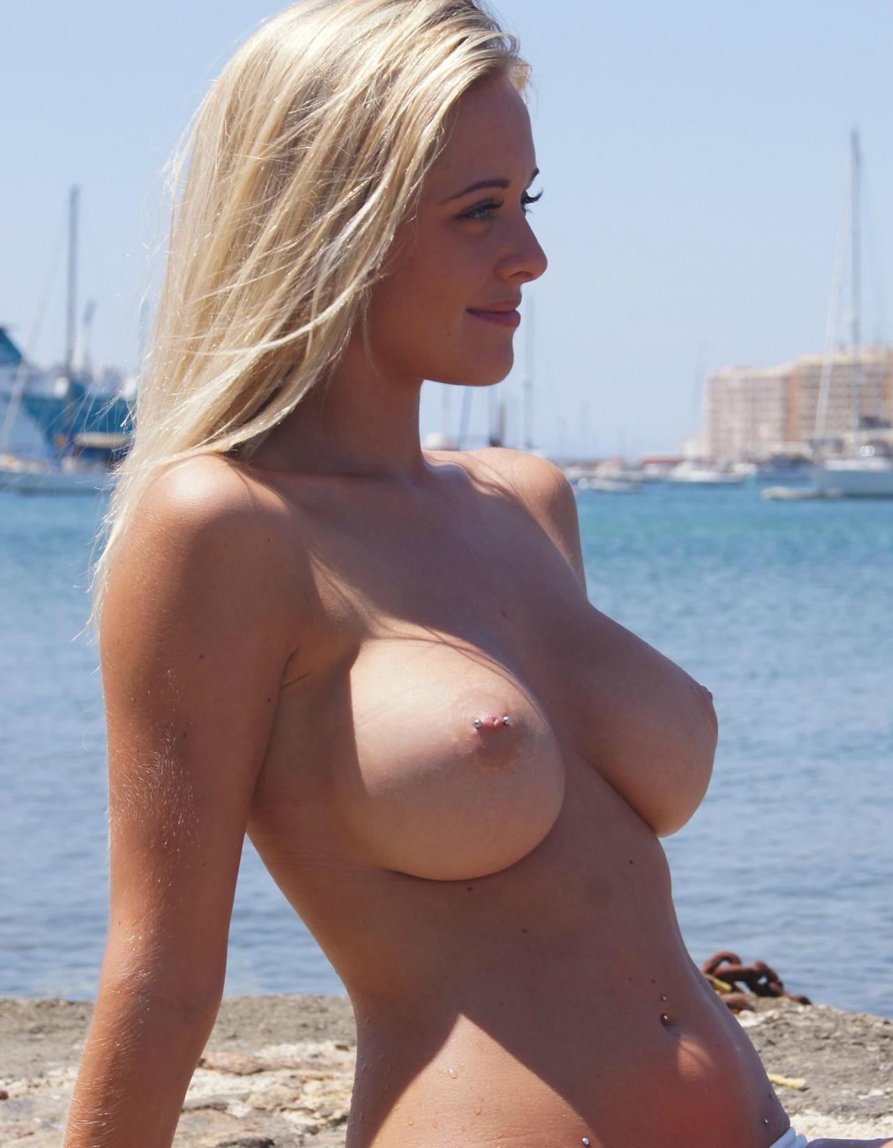 Подборка голых сисек молодых девиц с закрытого форума 5 фото