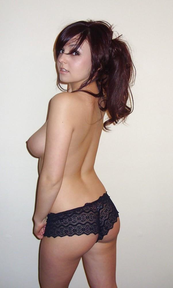 Подборка голых сисек молодых девиц с закрытого форума 9 фото
