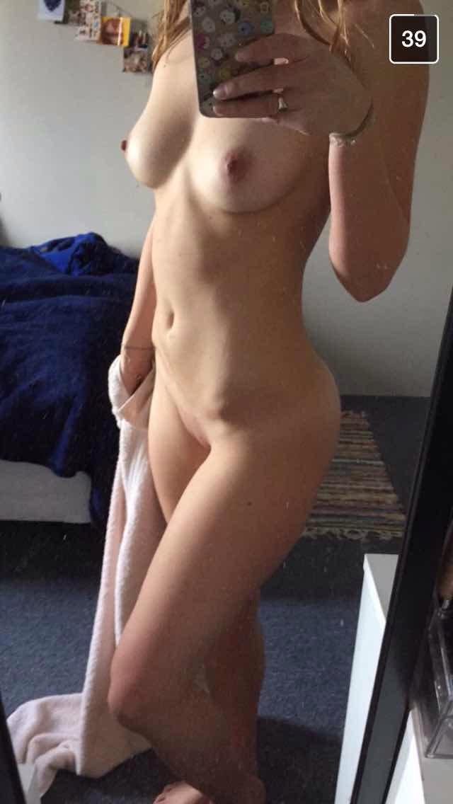 Молодые девицы выложили голые НЮ в сеть 10 фото