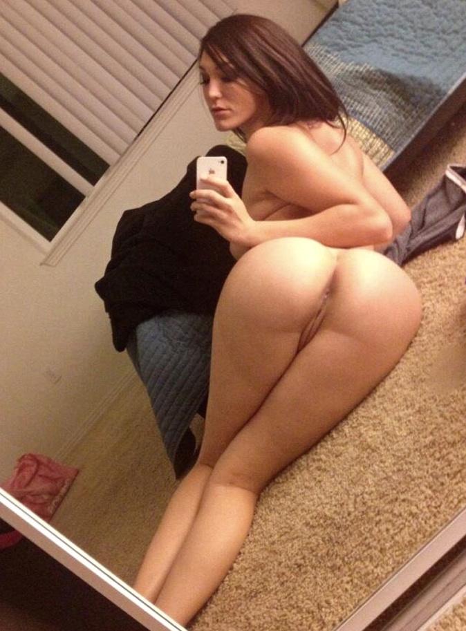 Девушки селфятся голышом в домашних условиях 6 фото