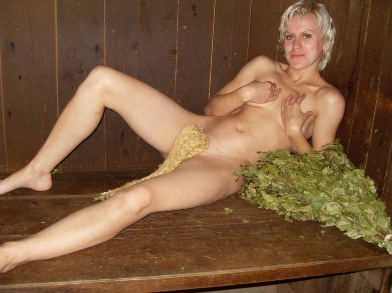Молодые девахи голышом в сауне и бане 12 фото