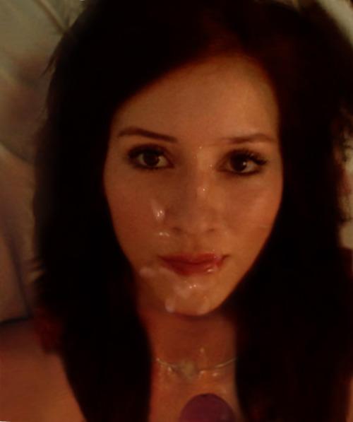 Молодые девахи со спермой на лице и титьках 3 фото