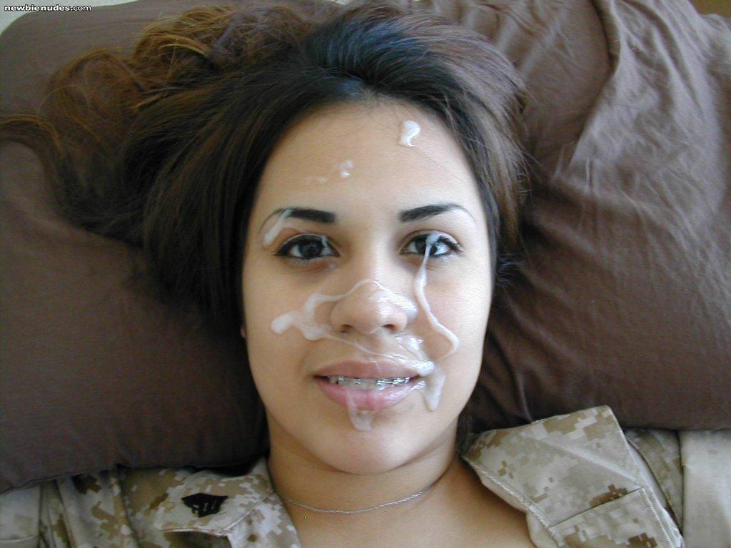 Молодые девахи со спермой на лице и титьках 13 фото