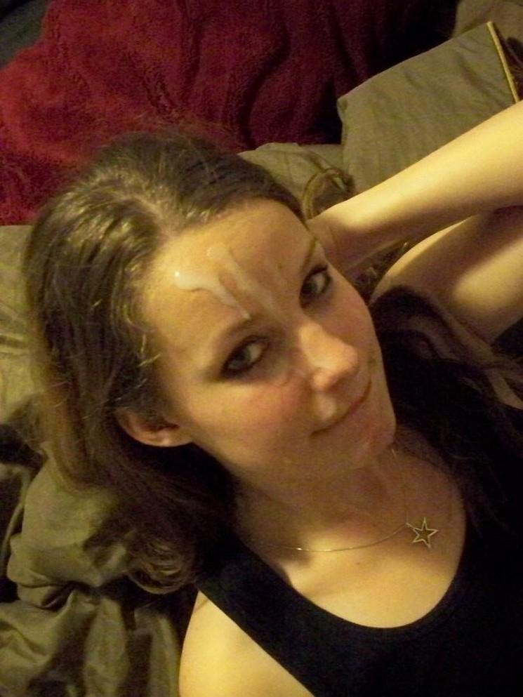 Молодые девахи со спермой на лице и титьках 15 фото