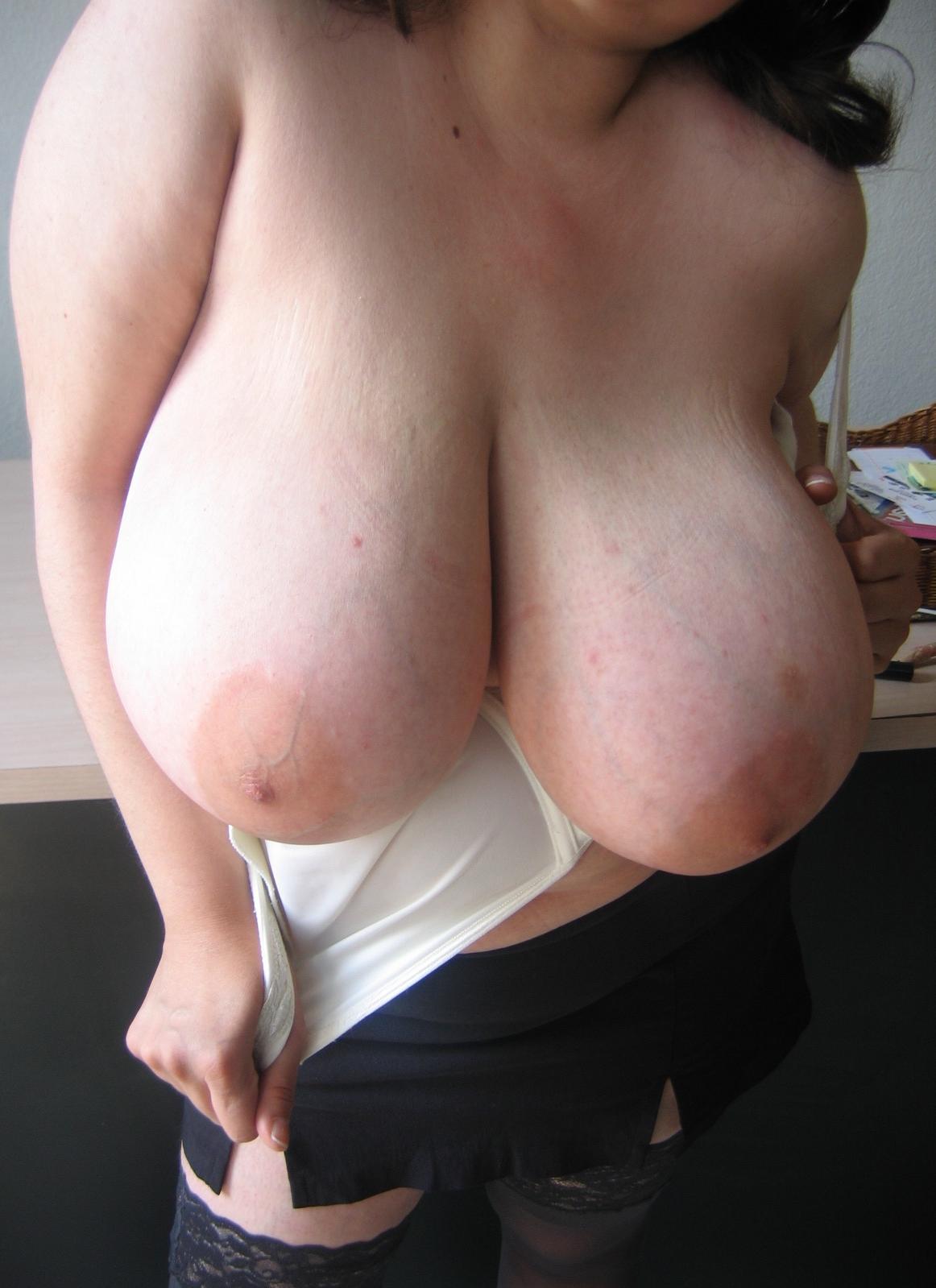 Снимки голых красоток с большими титьками 6 фото