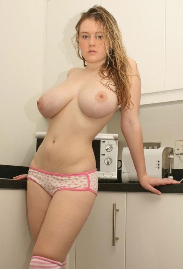 Снимки голых красоток с большими титьками 12 фото