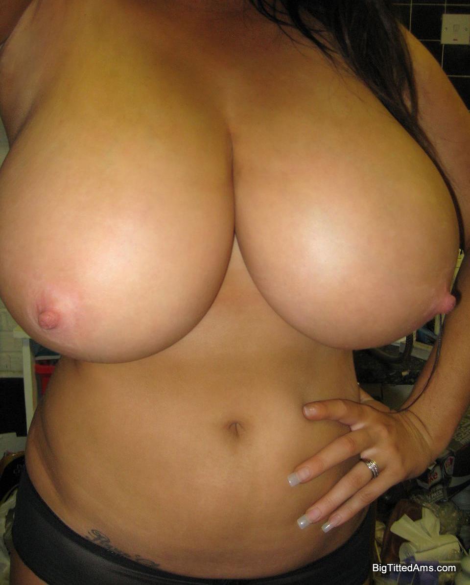 Снимки голых красоток с большими титьками 16 фото