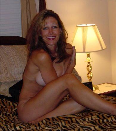 Подборка взрослых женщин голышом дома 1 фото