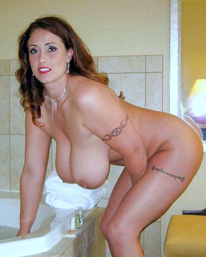 Подборка взрослых женщин голышом дома 7 фото