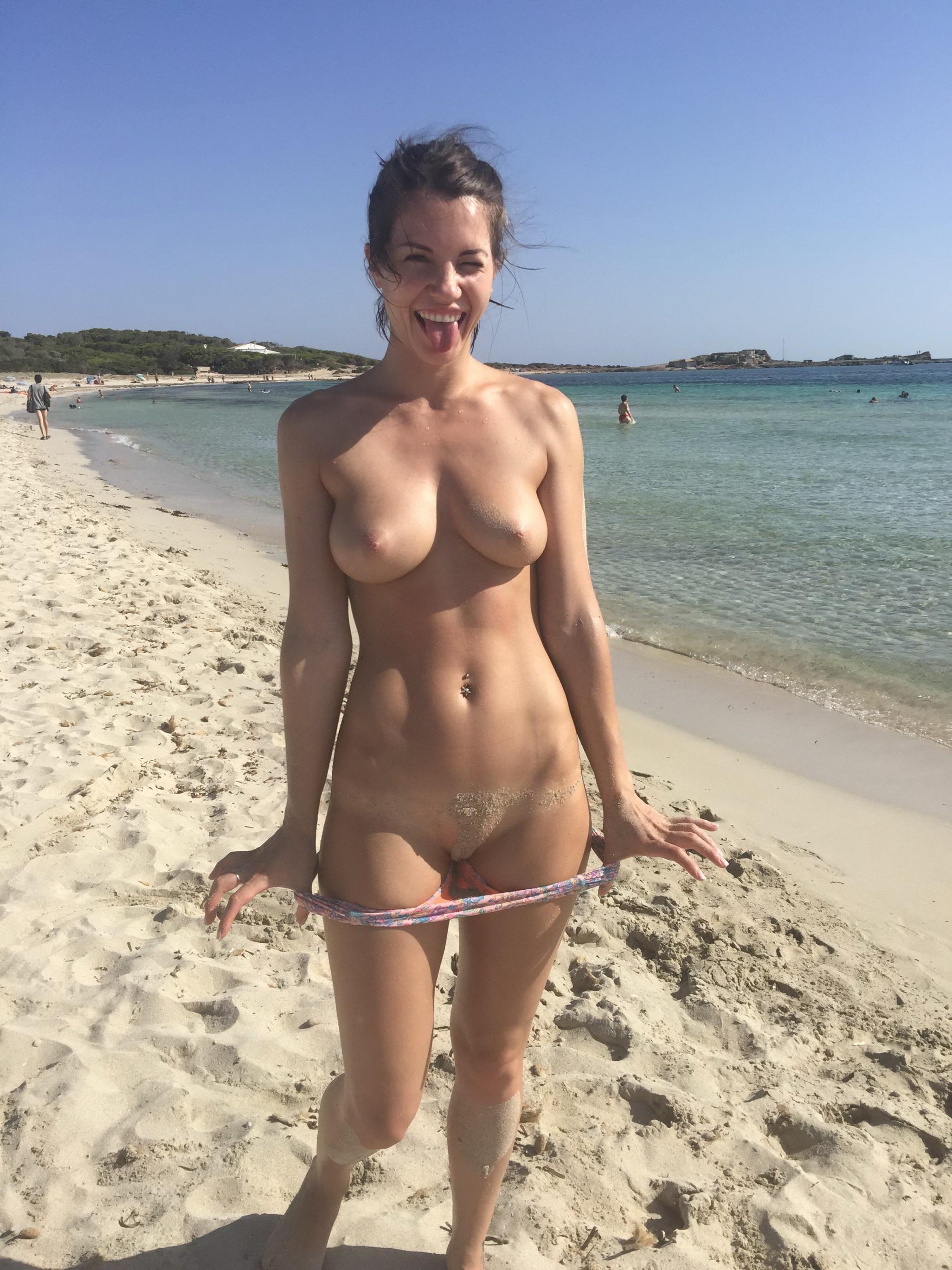 Подборка взрослых женщин голышом дома 11 фото