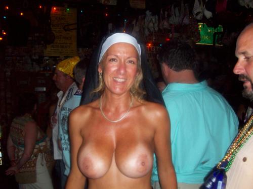 Подборка взрослых женщин голышом дома 12 фото