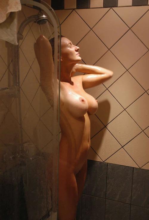 Подборка взрослых женщин голышом дома 16 фото