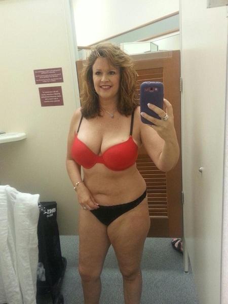 Стройные дамочки выложили в соцсети свое НЮ 17 фото
